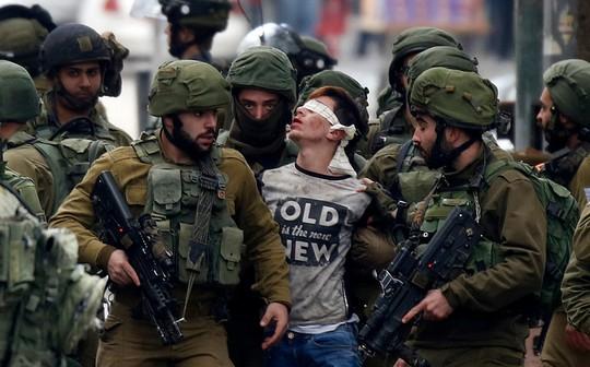 Torture, traumatismes et intimidation : Comment Israël traite les enfants palestiniens prisonniers