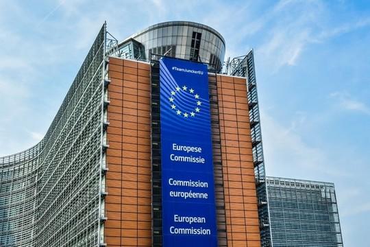 Le contrat entre la commission européenne et le géant financier BlackRock épinglé