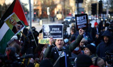 «Énorme déception» : la justice britannique refuse la libération sous caution de Julian Assange