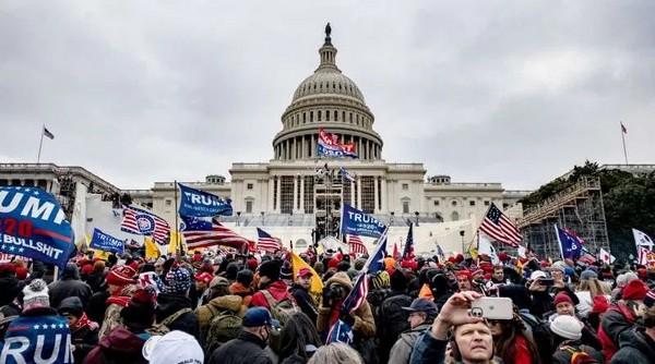 Rififi au Capitole, mascarade électorale interminable et guerre sanitaire meurtrière