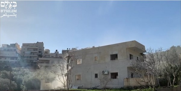 La municipalité de Jérusalem démolit un immeuble résidentiel, al-'Esawiyah, Jérusalem-Est, 22 février 2021
