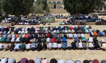 Des milliers de Palestiniens accomplissent la prière du vendredi à Al-Aqsa