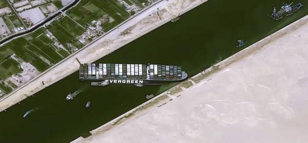 Que penser du blocage du canal de Suez sur fond de tensions internationales ?