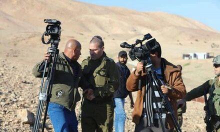 Les forces d'occupation détiennent l'équipe de la télévision « Palestine » au sud d'Hébron