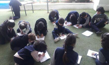 Les enfants de Gaza dessinent l'espoir, la joie, et la vie en présence d'une éducatrice française