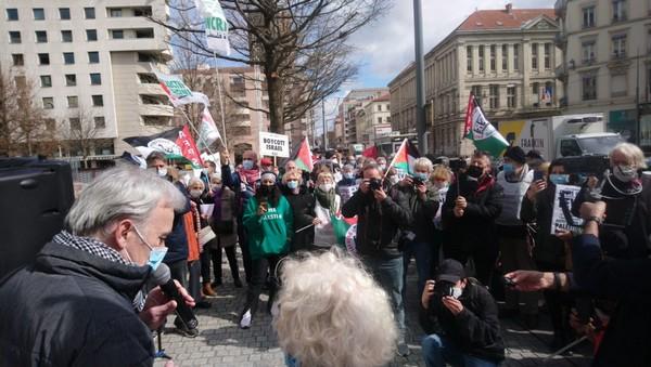 Lyon : Superbe mobilisation pour le procès d'Olivia Zémor face à TEVA ! (Photos)