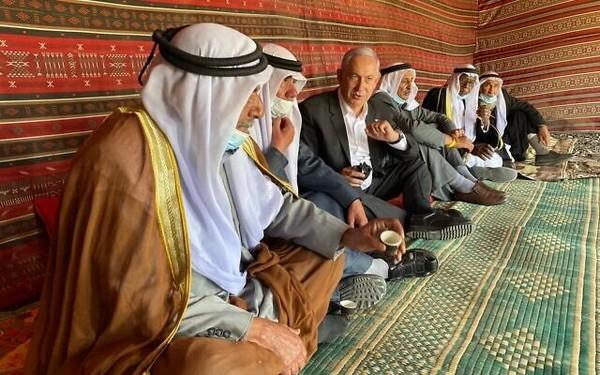 Le relooking de Netanyahou en amoureux des Arabes