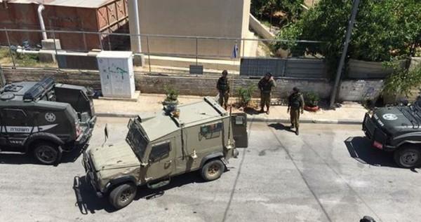 Une campagne massive d'arrestations, touchant 21 personnes en Cisjordanie, dont des dirigeants du Hamas