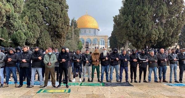 Al-Aqsa : Les forces d'occupation empêchent la distribution des repas de rupture de jeûne