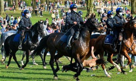 Corona-dictature : quand la police montée du régime belgicain charge ses propres enfants !