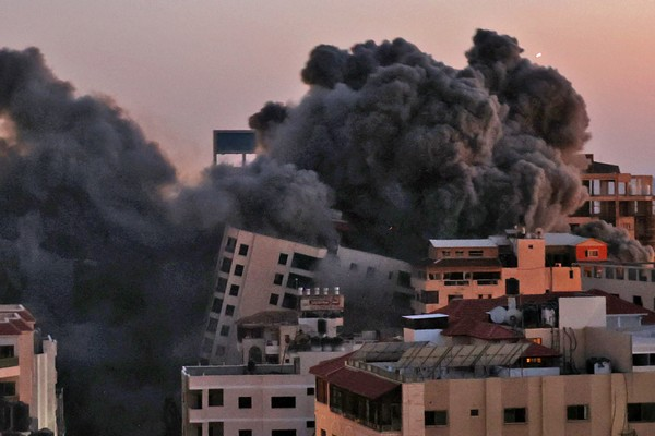 Vaincu à Jérusalem, Israël attaque Gaza