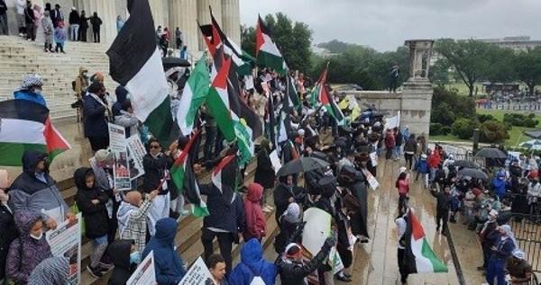 Une manifestation de masse à Washington pour condamner les crimes de l'occupation
