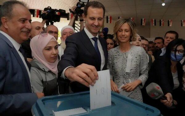 Le président de l'Assemblée du peuple Hammoudah Sabbagh annonce la victoire de Dr Bachar al-Assad à la présidentielle avec 95.1 % des voix
