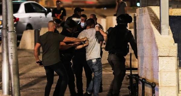 Un prisonnier libéré arrêté par l'Occupation après avoir été attaqué par des colons à Jérusalem