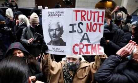 «Fin de l'affaire Assange» ? Les confessions explosives d'un repris de justice à la solde du FBI