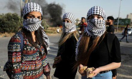 Le keffieh palestinien : tout ce que vous devez savoir sur ses origines