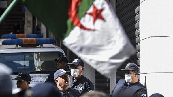 Algérie : un projet d'attaques armées déjoué, 17 personnes interpellées