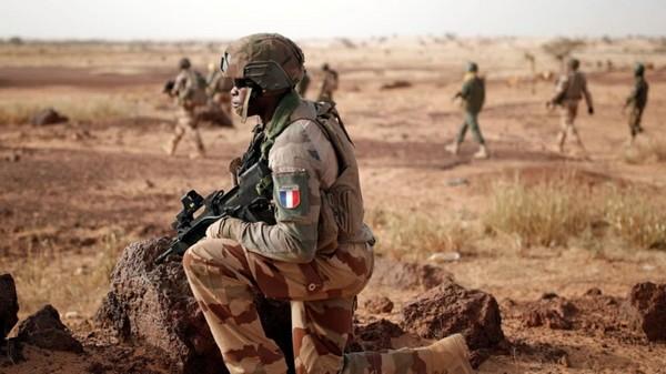 Le Mali accuse la France d'entraîner des groupes terroristes sur son territoire