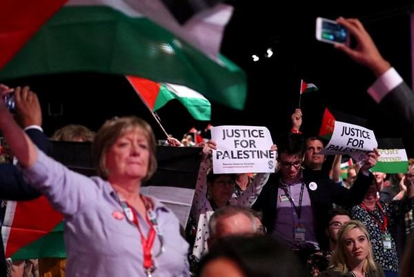 Les travaillistes britanniques adoptent une résolution qui accuse 'Israël' de poursuivre la Nakba contre les Palestiniens